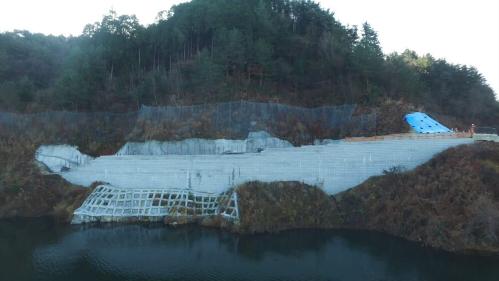 令和元年度 小里川ダム貯水池管理用通路工事